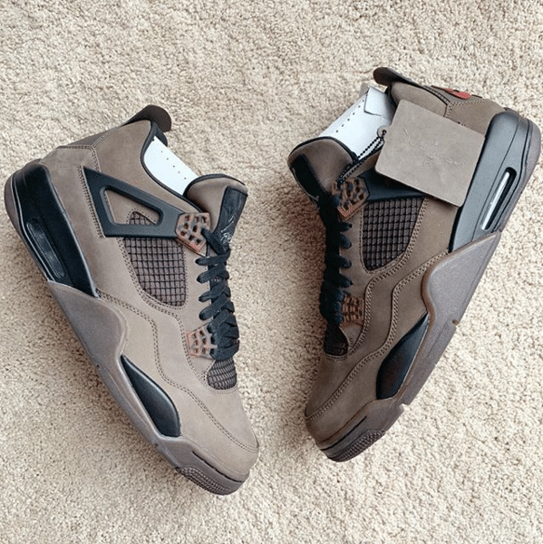La Travis Scott x Air Jordan 4 se révèle en coloris « Mocha ».