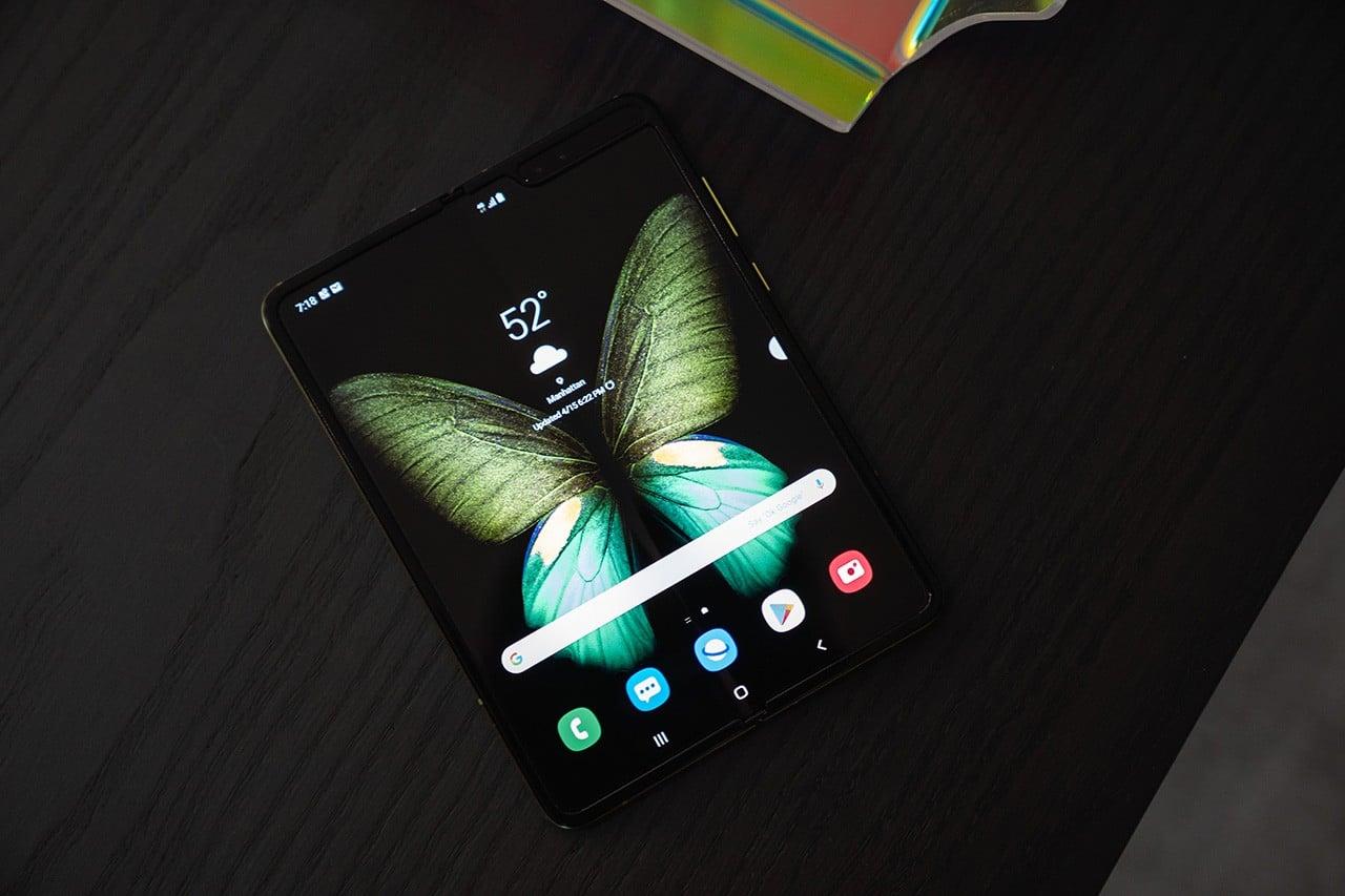 Le Samsung «Galaxy Fold» se met en avant en image.