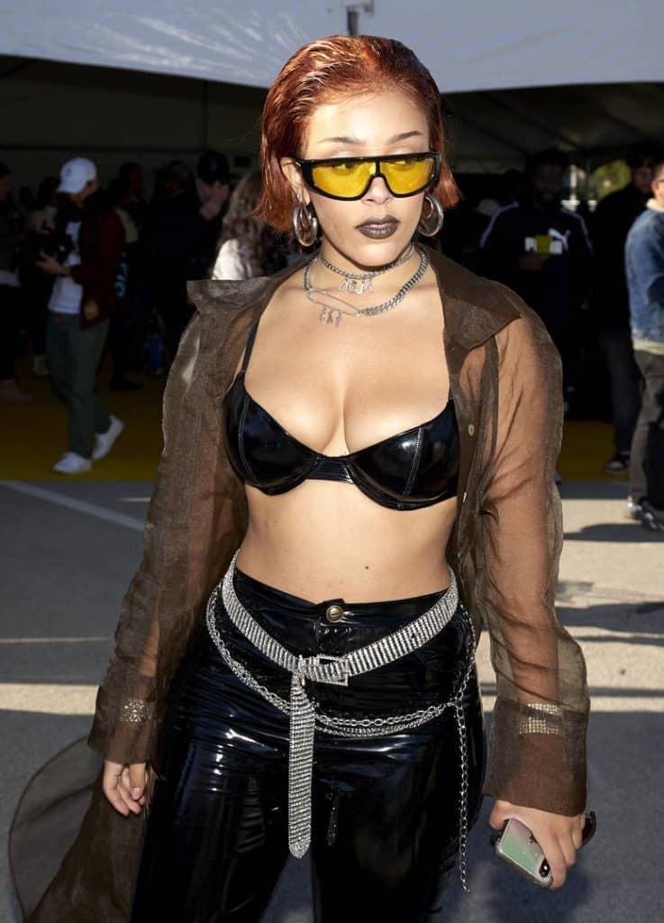 Doja Cat avoue qu'elle a menti à ses fans sur le fait de montrer ses seins