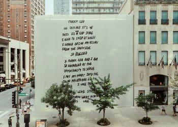 Kanye West redécore symboliquement le magasin Gap de Chicago